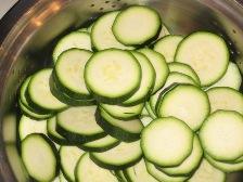 zucchins-in-scheiben-schneiden.JPG