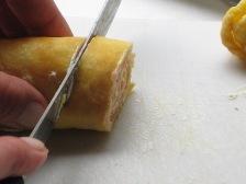 lachs-pfannkuchen-in-scheiben-schneiden.JPG