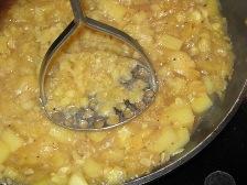 mit-kartoffelstampfer-grob-stampfen.JPG