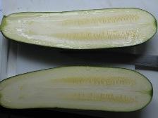 zucchinis-langs-teilen.JPG