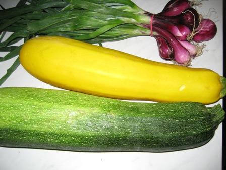zucchinis-und-rote-fruhlingszwiebeln.JPG