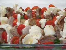 filet-tomate-mozzarella-in-schichten-legen.JPG