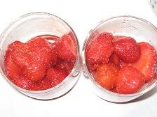 zuerst-erdbeeren-ins-glas.JPG