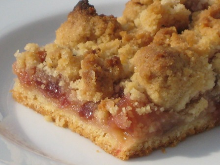 apfel blech kuchen mit cranberries und streuseln liebe geht durch den magen. Black Bedroom Furniture Sets. Home Design Ideas